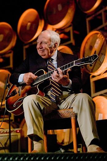 Bucky-Pizzarelli-2-Photo-by-Mike%20Orla-Courtesy-Benedetto-Guitars