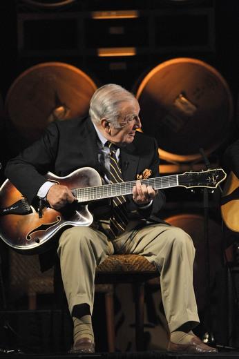 Bucky-Pizzarelli-Photo-by-John-Brackett-Courtesy-Benedetto-Guitars