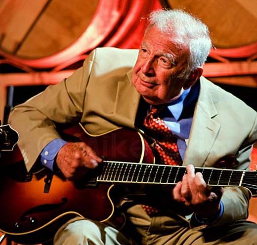Bucky-Pizzarelli-Photo-by-Mike%20Orla-Courtesy-Benedetto-Guitars